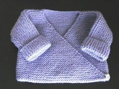 Lilac baby bra - My knits and tips Free tutorial Bra or lilac vest, garter stitch, needle N ° for baby in size 3 months Always aspired to be able to k. Knitting For Kids, Baby Knitting Patterns, Crochet For Kids, Baby Patterns, Knitting Yarn, Crochet Baby, Knitting Tutorials, Baby Pullover, Baby Cardigan
