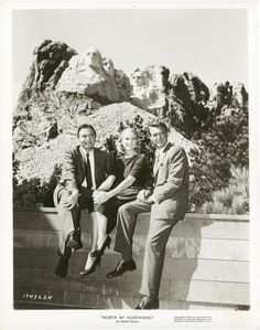 James Mason, Eva Marie Saint & Cary Grant - North By Northwest Old Hollywood Stars, Hooray For Hollywood, Golden Age Of Hollywood, Vintage Hollywood, Classic Hollywood, Hollywood Glamour, Cary Grant, North By Northwest, Jamaica Vacation