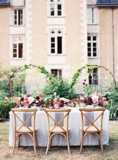 French Chateau Wedding Inspiration to Sweep You Off Your Feet French Chateau Wedding Inspiration, Destination Wedding Inspiration, European Wedding, French Wedding, Elegant Wedding, Wedding Arrangements, Wedding Centerpieces, Wedding Designs, Wedding Styles