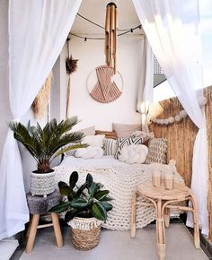 Small Balcony Decor, Balcony Design, Small Patio, Patio Design, Terrace Decor, Design Balcon, Wool Wall Hanging, Paint Your House, Home Decoracion