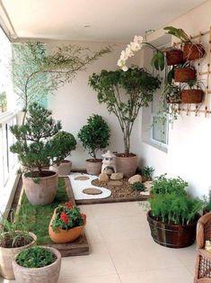 A small balcony garden that looks like a pocket garden. - A small balcony garden that looks like a pocket garden. Apartment Balko … Source by luannetepper - Small Japanese Garden, Japanese Garden Design, Urban Garden Design, Japanese Gardens, Small Gardens, Outdoor Gardens, Roof Gardens, Balkon Design, Design Jardin