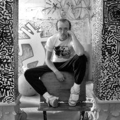Keith Haring par Jeannette Montgomery Barron http://www.vogue.fr/photo/le-portfolio-de/diaporama/scene-de-jeannette-montgomery-barron/12670/image/744249#!keith-haring-par-jeannette-montgomery-barron
