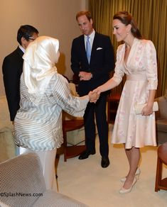 I think this may be my favorite of her day dresses on this trip so far.  They are all beautiful but this one just says something special to me.  (Duke and Duchess of Cambridge arrive in Singapore, on their Diamond Jubilee Tour of South East Asia.)