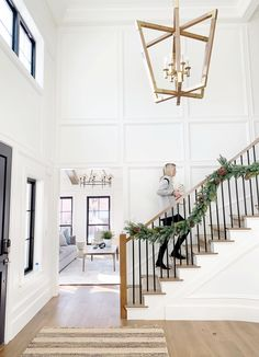 The stair railing and chandelier that can make Pauline house modern Entryway Stairs, Staircase Remodel, Staircase Railings, House Stairs, Staircase Design, Modern Railings For Stairs, Staircase Molding, Stairway Wainscoting, Metal Spindles Staircase