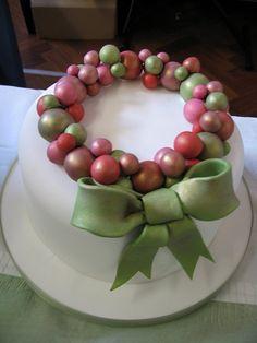Bauble ring cake