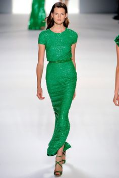 Elie Saab Spring 2012 Ready-to-Wear Fashion Show - Bette Franke Couture Fashion, Runway Fashion, Womens Fashion, Green Fashion, Love Fashion, Elie Saab, Emerald Green Dresses, Green Gown, Vogue