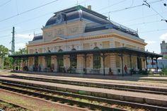 This is the Royal Waiting Hall Godollo. Neo-Renaissance style, 1882. Architect:  Miklos Ybl