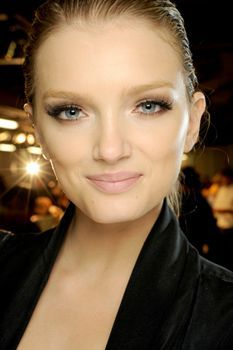 Spring/Summer 2011 Lanvin Pale pink lips, defined eyes and flawless complexions at Lanvin. Pale Pink Lips, Pale Skin, Blush Pink, Lily Lashes, Catwalk Makeup, Lily Donaldson, Pat Mcgrath, Photo Makeup, Nude Lip