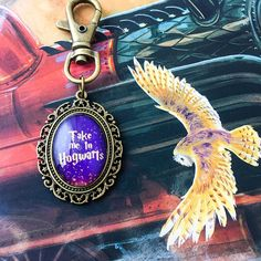 The Belle Regalia Take Me To series is finally here! Showcase your favourite books and fandoms with these wearable pieces. This keyring features the phrase Take Me To Hogwarts and is a deep purple image, set in an antique bronze coloured setting beneath high quality glass. Image is 18x25mm (small version), see final photo for size comparison. This beautiful setting also has an engraved flower on the back. Represent your love of Harry Potter, Hogwarts and all things wizarding world with this…