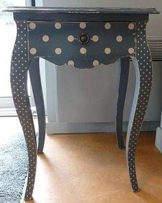 magnifique les pochoirs à pois Black Painted Furniture, Chalk Paint Furniture, Funky Furniture, Refurbished Furniture, Shabby Chic Furniture, Cheap Furniture, Dining Furniture, Furniture Projects, Furniture Makeover