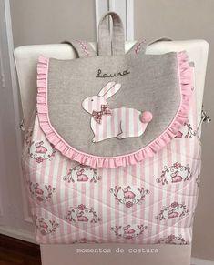 Hola!!! Mucho tiempo sin publicar nada... pero aquí estoy de nuevo con dos labores muy dulces: una mochila para Laura: ... Sewing Slippers, Wallet Sewing Pattern, Rosalie, Diy Backpack, Craft Bags, Patchwork Bags, Simple Bags, Girls Bags, Kids Backpacks