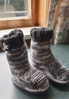 Slippers, Knitting, Shoes, Fashion, Moda, Zapatos, Tricot, Shoes Outlet, Fashion Styles