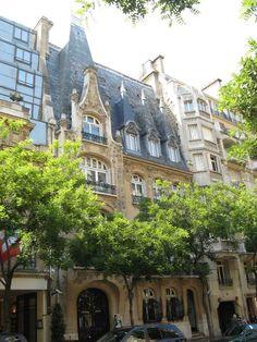 Building designed by Charles Letrosne, avenue Raymond Poincaré, Paris XVI