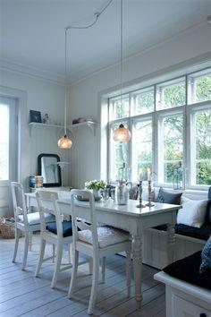 Long dining table, drop lighting, corner shelves
