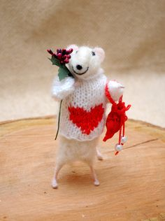 Adorable love mouse Needle felted wool mouse by Morenafelting