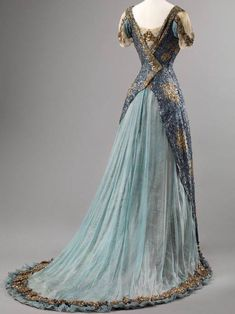 Historical fashion and costume design. 1900s Fashion, Edwardian Fashion, Vintage Fashion, Edwardian Gowns, Victorian Dresses, Classy Fashion, Victorian Gothic, Vintage Beauty, French Fashion