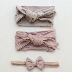 Headbands👌🏻 the little bow is new on the webshop👉🏻www.juliedausell.dk #juliedausell #headband #bow #sløjfe #hårbåndtilbaby #headbandsforbabies