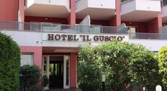 Hotel Il Guscio Grado Hotel Il Guscio is 100 metres from the beach and a short walk from the pedestrian centre in Grado. It offers air-conditioned rooms with large balcony.  Centrally located, Il Guscio has its own car park.