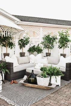Check out these super cute outdoor patio ideas and patio decorating ideas! If you're looking for patio design inspiration then these outdoor patio ideas and patio decorating ideas should help #outdoorpatioideas #patiodesign #patiodecoratingideas Outdoor Seating, Outdoor Rugs, Outdoor Spaces, Indoor Outdoor, Outdoor Living, Outdoor Decor, Outdoor Gardens, Budget Patio, Patio Pergola