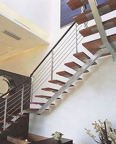 escalera en L con zanca central (estructura metálica y peldaños de madera) MANHATTAN Trescalini - Escaliers, structures et garde-corps