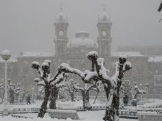"""#SanSebastian #Donostia #Spain """"San Sebastián en blanco""""  Foto enviada por: Angela Cruces  Fecha: 22 de enero del 2009  Lugar: Ayuntamiento"""