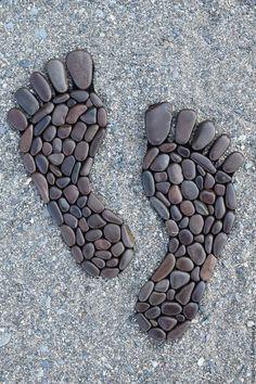 Buy Stone stack for bathroom - brown, the human foot, sea pebbles - - Garten Pflaster - Pebble Mosaic, Pebble Art, Mosaic Art, Pebble Stone, Rock Mosaic, Mosaic Rocks, Garden Crafts, Garden Projects, Art Rupestre