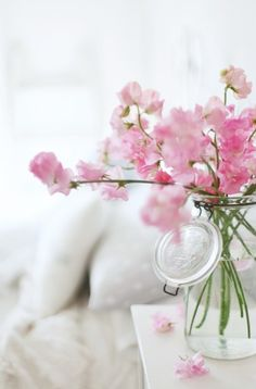 Pink sweet pea flowers in a jar, so pretty! My Flower, Fresh Flowers, Spring Flowers, Pretty In Pink, Beautiful Flowers, Colorful Roses, Spring Blooms, Cut Flowers, Pastel Decor