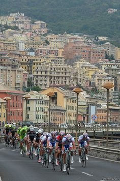 2014 giro-d-italia photos stage-11 - Passing through colorful Genova with 90 km to go; Chase led by Androni Giocattoli