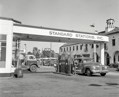 Standard Stations Inc. filling station in Tracy CA. June also a Union Oil station in background center Today Pictures, Old Pictures, Vintage Gas Pumps, Vintage Auto, Gas Service, Free Desktop Wallpaper, Wallpaper Downloads, Old Gas Stations, Filling Station