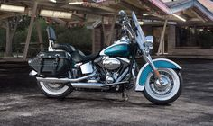 FOTO HARLEY DAVIDSON BLUE HERITAGE SOFTAIL CLASSIC CUSTOMIZED 2013 EXTERIOR 2