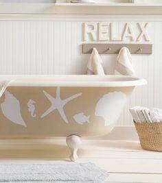 Relax in peace with these DIY Lakeside Bathroom Décor ideas // DIY Bathroom // Themed Bathroom Decor