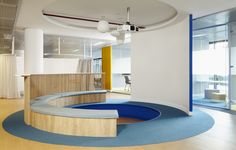 Sunken meeting space and tiered seating from Endesa Coworking Offices - Madrid - Office Snapshots