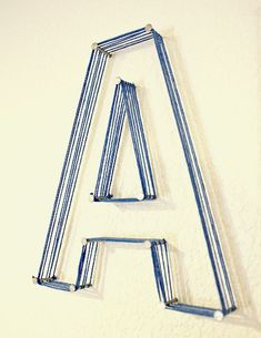 DIY: nail and string letters – this would be such easy decor! DIY: nail and string letters – this would be such easy decor! String Letters, Wood Letters, Yarn Letters, Big Letters, Painted Letters, Nail String, Do It Yourself Inspiration, Creation Deco, Ideias Diy
