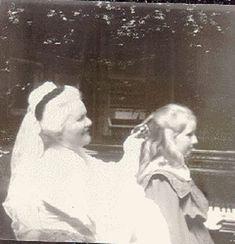 Cele două Elisabete : Regina Elisabeta a României (Carmen Sylva) şi Principesa Elisabeta, viitoarea Regină a Greciei.