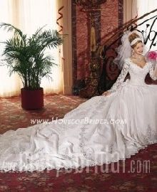 Used Women's candlelight colored V-neck long sleeve wedding gown for sale in Canton - letgo Sell Wedding Dress, Wedding Dress With Veil, Bridal Wedding Dresses, Dream Wedding Dresses, Mary's Bridal, Bridal Style, Wedding Styles, Wedding Ideas, Wedding Stuff