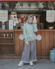 Ideas Sneakers Casual 2018 For 2019 Simple Hijab, Casual Hijab Outfit, Ootd Hijab, Hijab Chic, Hijab Fashion Casual, Modest Dresses, Modest Outfits, Cullotes Outfit Casual, Modele Hijab