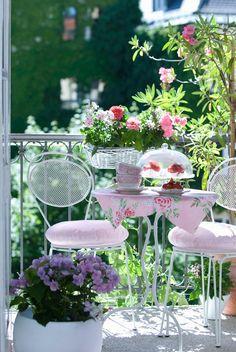 4 façons d'habiller son balcon - Spacieux ou non, un balcon bien décoré peut devenir un endroit agréable pour profiter des beaux jours à l'extérieur.