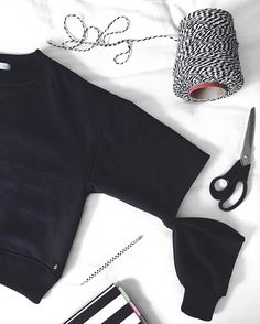 black and white, preto e branco, stripes, listras, scisors, tesoura, fashion, sweater, open sweater, moletom, moletom aberto, open sleeves, mangas abertas, moda, marca, Carol Farina, shopcarolfarina.com.br