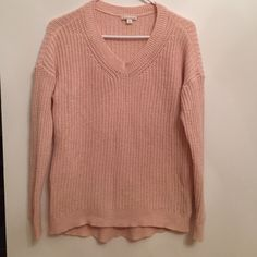 Gap Maternity cotton cable sweater Light pink Gap Maternity cable knit sweater worn a few times no wear or tear offers welcome GAP Sweaters Crew & Scoop Necks
