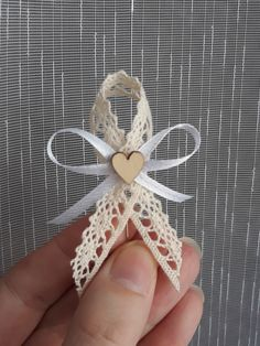 Diy Home Crafts, Yarn Crafts, Crafts To Make, Hand Embroidery Videos, Ribbon Embroidery, Flower Crafts, Diy Flowers, Funeral Thank You, Silk Floral Arrangements