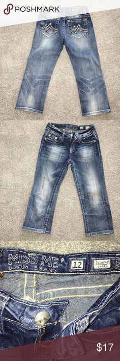 MISS ME capri MISS ME capri Sz 12 good condition. Small spot below right back pocket(seen in pic 4) Miss Me Bottoms Jeans