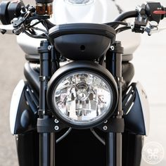 Completely change the look and lighting performance of your Triumph Street Triple 765 R/RS with our Single Headlight Conversion. Triumph Triple, Triumph Street Triple, Custom Moto, Halogen Headlights, Lighting Manufacturers, Light Beam, Night Time, Motorbikes, Clear Glass