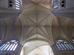 voûtes de la croisée . cathédrale d'Amiens. Picardie