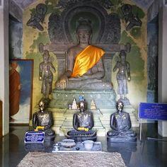 En el interior del Wat Analaya.