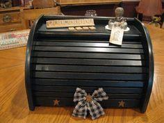 Ooooo, love this average bread box but painted! LOVE IT