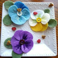 "Most up-to-date Free of Charge Pansies crafts Style Pansies are the multi-colored blooms with ""faces."" A new cool-weather favorite, pansies are good for the Felt Flowers, Fabric Flowers, Paper Flowers, Diy Flowers, Colorful Flowers, Felt Embroidery, Felt Applique, Felt Diy, Felt Crafts"