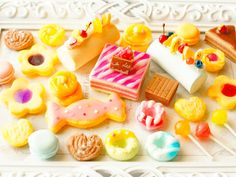 Candy Phone Cases, Fake Food, Clay Art, Sweets, Cookies, Deco, Desserts, Collection, Crack Crackers