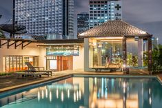Boasting a rooftop pool and sun deck, The Grand Sathorn is a short walk from the Chao Phraya River in Bangkok. Best Travel Sites, Khao Lak, Koh Chang, Bangkok Hotel, Hotel Guest, Thailand Travel, Bangkok Thailand, Tourist Information, House Restaurant