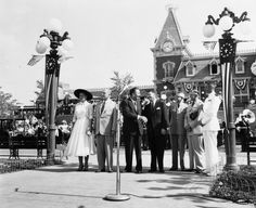Happy Anniversary to the Happiest Place on Earth! The Grand Opening of Disneyland was 59 years ago today! Construction began in 1954 and the park was unveiled during a special televised press event on the ABC Television Network on July 1955 Disneyland Opening Day, Disneyland 60th, Vintage Disneyland, Disneyland History, Disneyland California, Disney Love, Disney Magic, Disney Theme, Disney Stuff