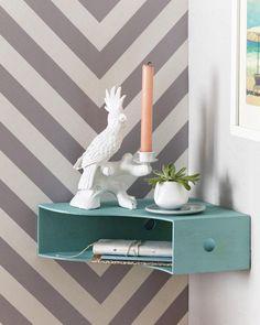 <p/><p><h2>Ein Regal selber bauen - Ecken ausnutzen</h2></p><p><b>Das brauchen Sie:</b>Zeitschriftensammler (Knuff von Ikea, 2-er Set, ca. 5,99 Euro), mintfarbenes Lackspray (von Montana Colors, Serie 94er, R-V145 Verde Erasmus, über www.mtn-shop.de, ca.